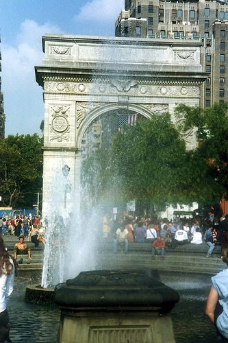 washington sq arch and fountain in full swing